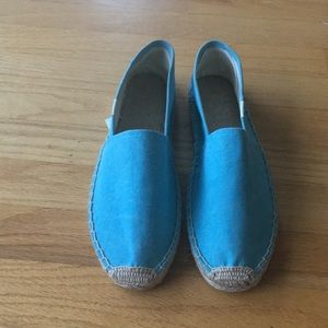 NWOT bright blue soludos